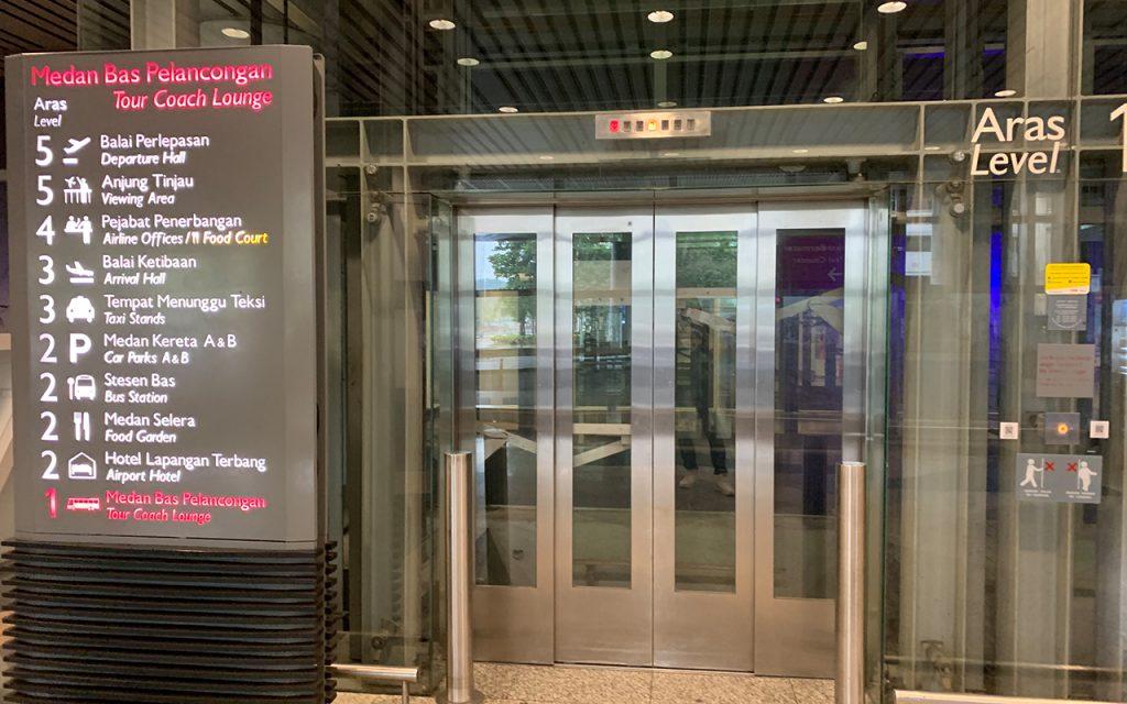 ターミナルMエレベーター
