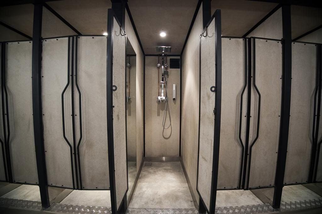 カプセルトランジットホテルシャワールーム